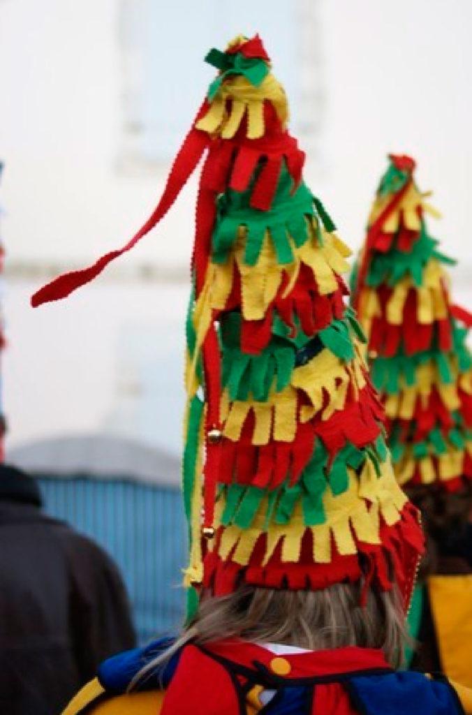Carnaval de Bardos – Ihauteria –2014 - Affiche et flyer de la fête du carnaval labourdin de Bardos – février 2014 Dessins à l'encre des costumes traditionnels labourdins & typographie au stylet numérique – Affiche : impression offset noire sur papuer fluo – Flyer : impression offset bleue sur papier glacé – 1000 ex.