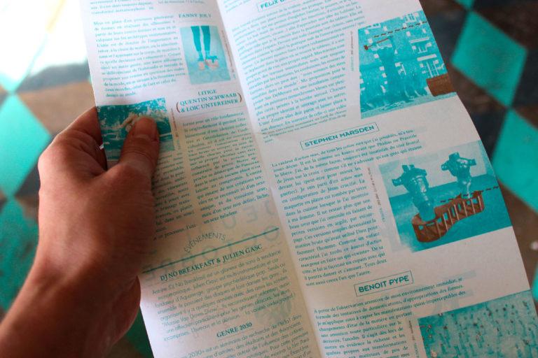 Surdémesure – octobre 2013, exposition co-curatée Point de fuite + IPN, chez le collectif IPN Dépliant - 1500 ex, impression 2 pantones recto/verso, 3 plis Conçue avec Octocode & Liza Maignan Affiche – formatA2 – 3 couches (bleu / or / vernis) Une contrepétrie recouvre l'affiche en vernis sélectif «Est-ce un feu de poutre? ». Conçu avec Théo Abadon et sérigraphiée par Marine Séméria